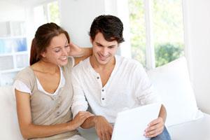 Paar mit Nebenverdienst im Internet